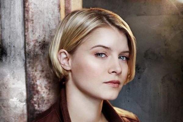 Sarah Jones est Rebecca Madsen dans Alcatraz