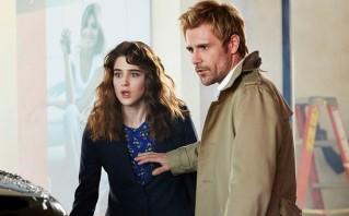 Lucy Griffiths et Matt Ryan dans le pilote de Constantine